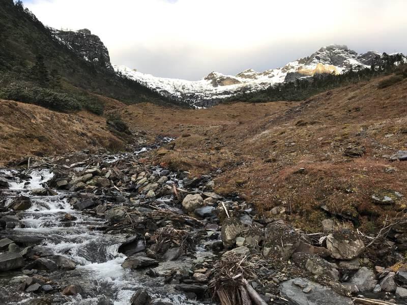 怒江から瀾滄江まで碧羅雪山を越えてハイキング